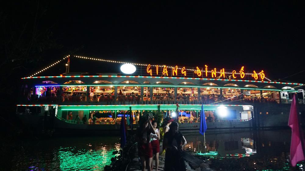 """Đưa du thuyền """"Giang Đình cổ độ"""" khai thác du lịch trên sông Lam Hà Tĩnh"""
